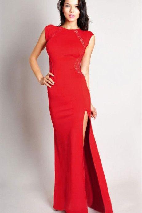 rochie Lace Red http://ttap.co/1B6fyEW Rochie de seara uimitoare, o variatie a modelului de succes Lace, ce dispune de un aspect simplist, reusind sa iti puna in evidenta silueta de invidiat. Linia usor curbata a acestei rochii, va scoate in prim-plan corpul tau, astfel incat sa fii in centrul atentiei in cadrul evenimentului la care iti vei face aparitia. Eleganta este adusa de croiala simpla si despicatura de pe laterala, iar pentru un plus de mister, spatele este acoperit cu dantela.
