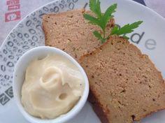 terrine de poisson vite faite  100 grammes de pain rassis ou 100 grammes de chapelure – 400 à 600 grammes de poisson (boîte de thon, crevettes, boîte de maquereaux ou des restes de poisson) – 1 gobelet et demi (celui du couvercle) de crème liquide – 4 œufs – 1 Cuillère à soupe de concentré de tomate – 1/2 gobelet (toujours celui du couvercle) de vin blanc – 1 Cuillère à Soupe de moutarde – du sel et du poivre à votre convenance – du persil ou du basilic selon vos goûts (frais ou congelé)