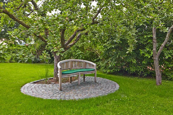 #Sitzplatz#Malusdomestica#Apfelbaum#Blaubasaltpflaster#Gartendesign