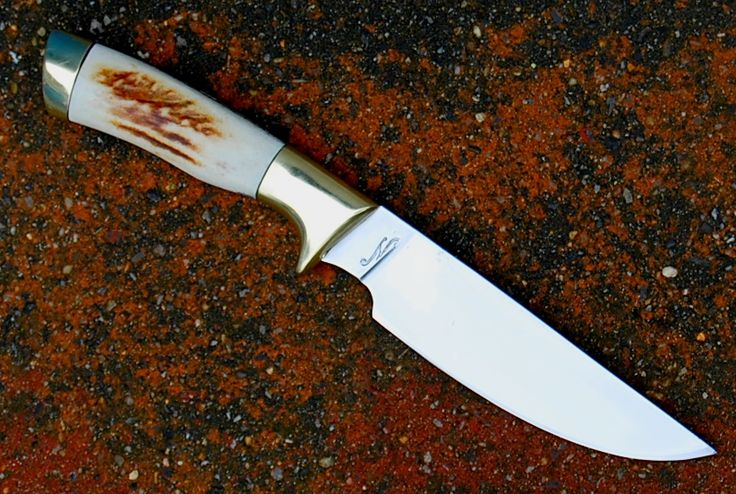 """Le prairie , lame de 13 cm forgée en D2 russe , garde et pommeau en laiton , manche en sambarg stag disponible The prairie , blade of 5.15"""" forged in russian D2 , brass guard and pommel , sambarg stag handle available for sale www.aufildelalame.fr"""