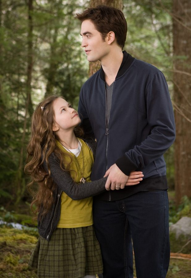 Robert Pattinson and Mackenzie Foy