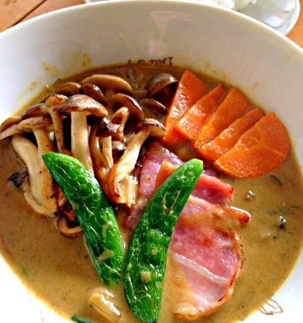 昨日のミルクカレーうどんの残りのスープに野菜とベーコンをトッピングしてスープカレーにリメイク! - 9件のもぐもぐ - スープカレー by fighterscurry