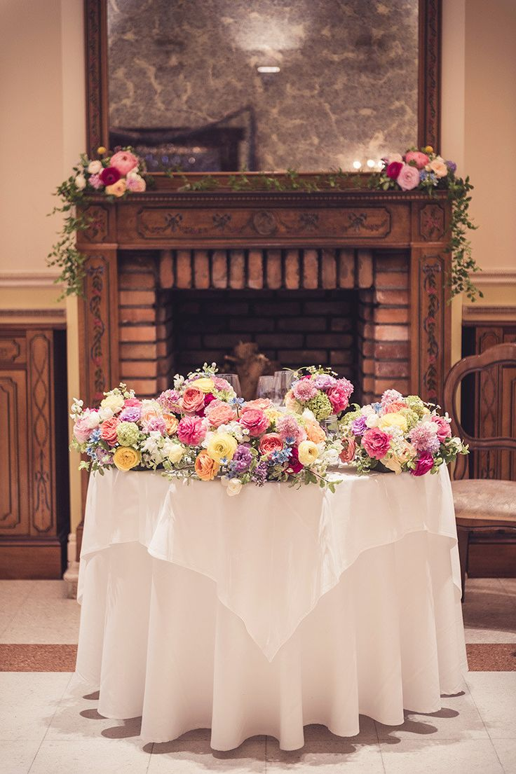 代官山のリストランテASOさんにお届けした会場装花です。 ピンクや黄色のラナンキュラスやライラック、スイートピーなど春のお花をたっぷり使ってカラフルに仕上げました。