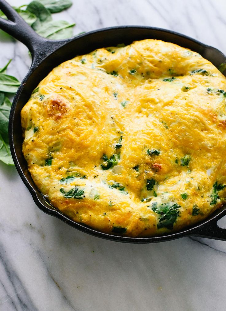 This spinach, broccoli and cheddar frittata recipe is a simple breakfast, brunch or dinner! It's vegetarian and gluten free. Recipe sponsored by ALDI #HelloHealthy