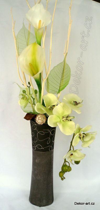Luxusní dekorace - Orchidej ve vysoké váze.