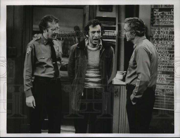 Nice Amazing 1980 Press Photo Steve Landesberg and Hal Linden star in Barney Miller, on ABC. 2017-2018