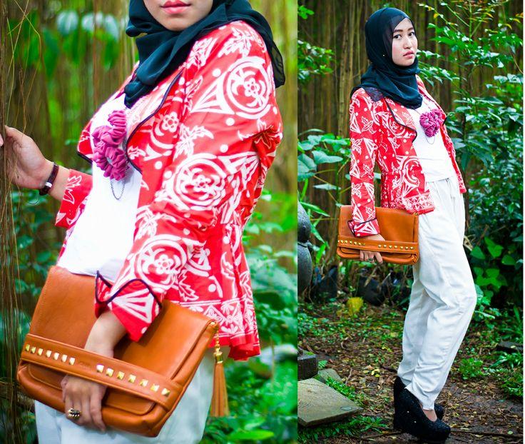 #fashion #hijab #pose #my style #edgy mood #batik #blazer #clutch #from ANAKA bags #ariela #corsage #necklace