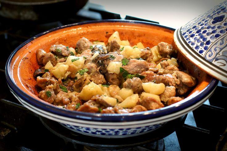 Мясо с грибами и картофелем в мультиварке