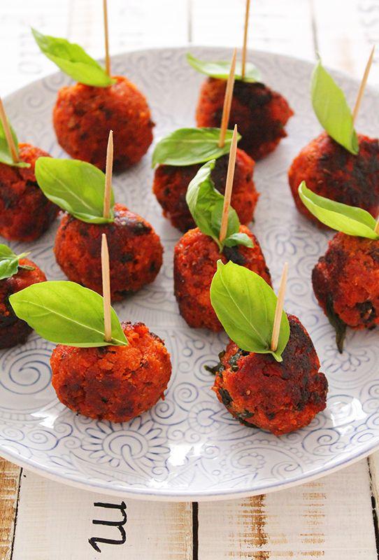 Polpettine pane, pomodoro e basilico! una sfiziosa ricetta finger food sul mio blog http://www.theinsaladwriter.com/