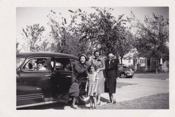 Famiglia in auto  fotografia dell'annata di PhotosLongForgotten
