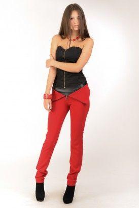 Узкие красные брюки с отворотом и вставкой из кожзама