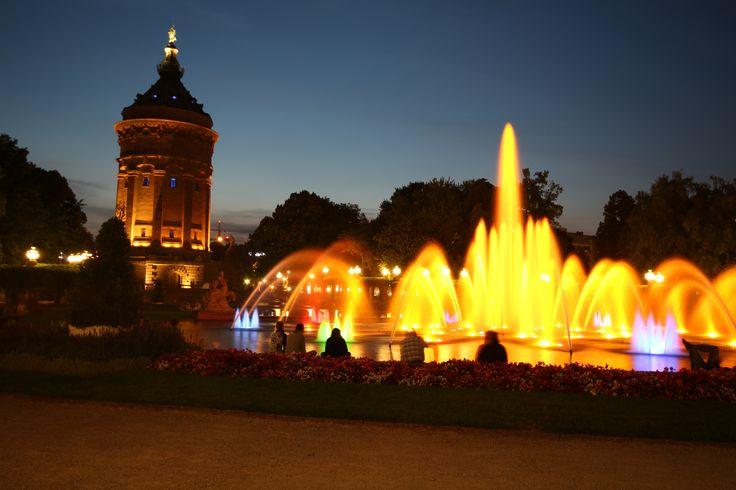 Wasserturm Mannheim bei Nacht