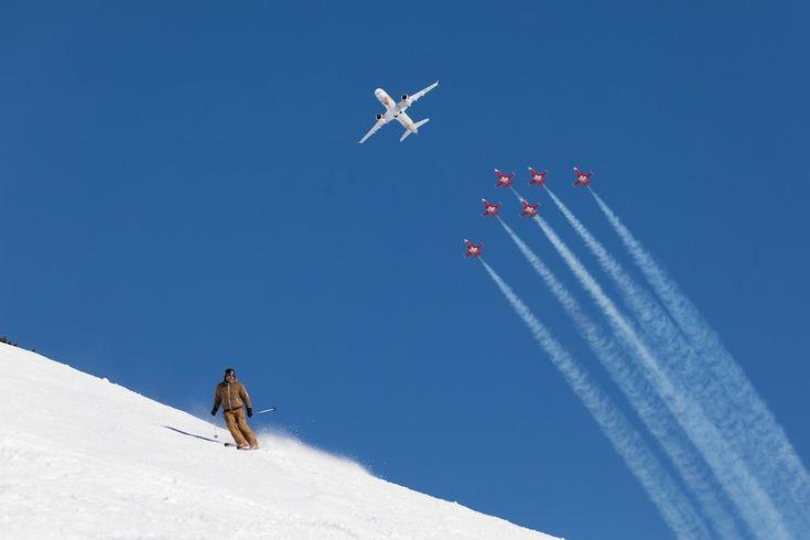 Bombardier CS300 de SWISS et F-5E Tiger de la Patrouille suisse en spectacle au Lauberhorn (janvier 2018)