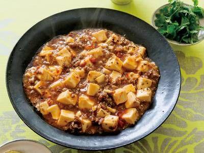 マーボー豆腐 | ご飯のおかずにぴったりの、ピリ辛マーボー豆腐。薄切りの牛肉を刻んで、お肉の食べごたえも満点。本格派の味。