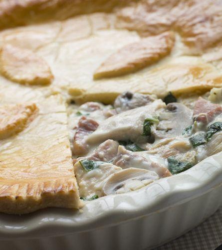 Κοτόπιτα με τυρί, μπέικον, μανιτάρια και κρέμα μπεσαμέλ | Γιάννης Λουκάκος