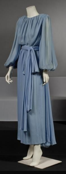 Yves SAINT LAURENT 1980 Robe longue en mousseline