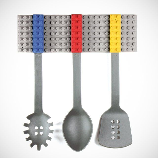 Cooking and playing are now synonymous thanks to these fun and colorful cooking blocks. A set of 3 utensils consisting of a ladle, a spatula and a pasta drainer that you can easily stack together imitating the old blocks you played with when you were a child. Please allow 10 days for shipping.