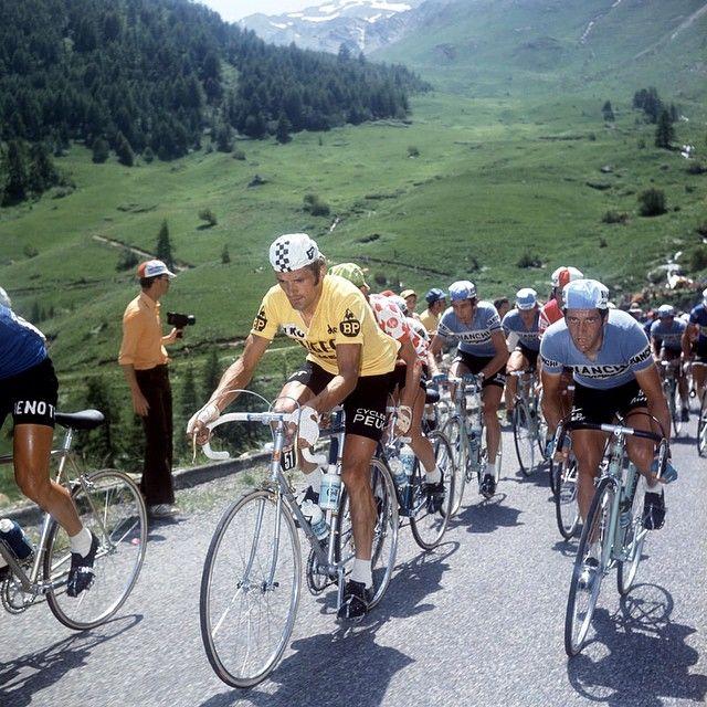 [FRANCE] À l'occasion du 40ème anniversaire de la victoire de Bernard Thévenet sur @letourdefrance 1975, le coq sportif vous invite à venir rouler le 21 mai prochain dans l'arrière-pays de Romilly-sur-Seine, avec le double vainqueur de la Grande Boucle ! ► Inscrivez-vous et tentez votre chance : http://shakr.me/42abrt. Consulter le règlement du jeu ici : http//bit.ly/riderules. #lecoqsportifRIDE #cycling #champion