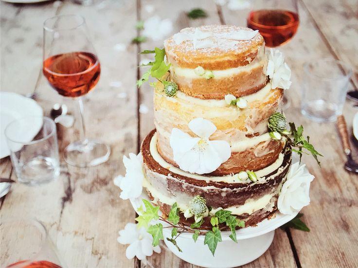 © Daphne van Leuken fotografie Gestylde weddingshoot met @creativeweddings   #weddingcake #weddingshoot #styling #photography #bruiloft #bruidstaart #sfeer #fotografie #Wedding