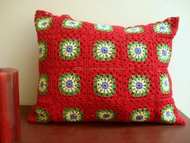 Red Granny Cushion by NinuJacob, via FlickrGranny Crochet, Crochet Granny, Cushions Crochet, Crochet Afghans, Pillows Cushions, Granny Cushions, Granny Squares, Crochet Pillows, Crochet Cushions