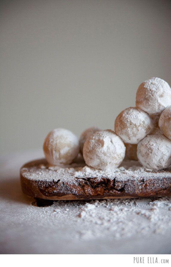 Amaretto Snowballs : ONLY 4 ingredients! gluten-free, vegan, paleo quick no-bake dessert   Pure Ella   www.pureella.com