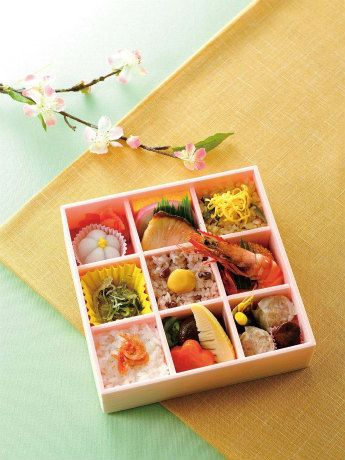 """Obento Hanadayori"" (Flower Story Obento) by Kiyoken of Yokohama, available for a limited time at Kiyoken kiosks within JR train stations in Kanagawa. 1200 yen, 530 calories."