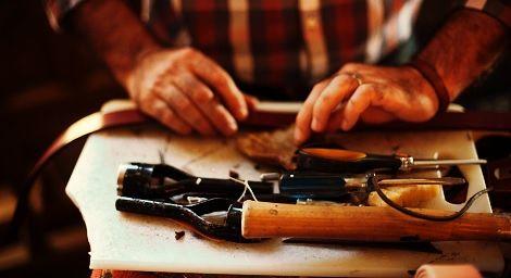handcrafted_hands_chr5_en.jpg