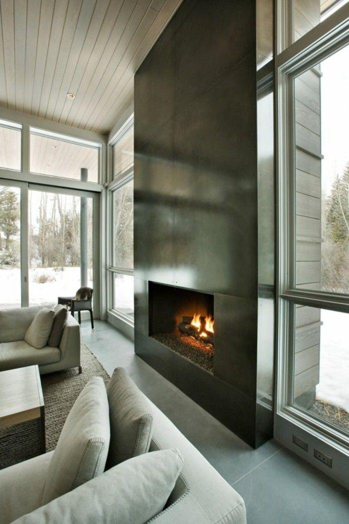 großer Kamin modern im Ferienhaus Wohnzimmer