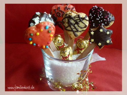 Kekse am Stiel sind eine tolle Alternative für klassische Weihnachtsplätzchen und hübsch verpackt ein schönes Weihnachtsgeschenk aus der Küche. Beson