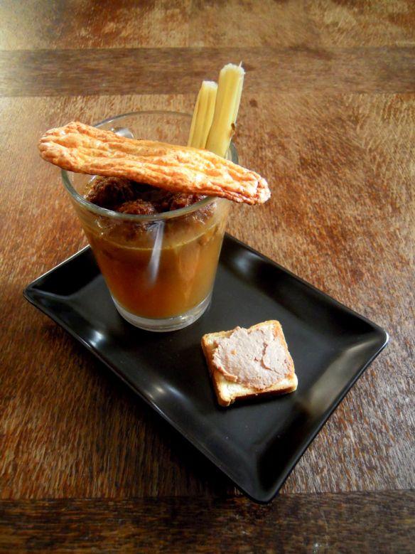 Zuppa scomposta di cardi con sbuffi di Caciocavallo di Agnone e mousse di foie gras
