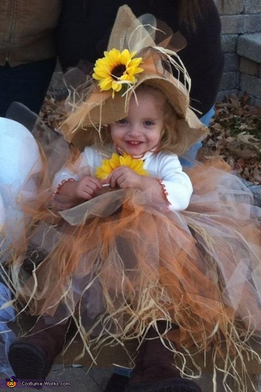 Scarecrow Baby - Homemade Halloween Costume - no instructions. Will try do a version of this for my 11-yrs old daughter this Halloween.