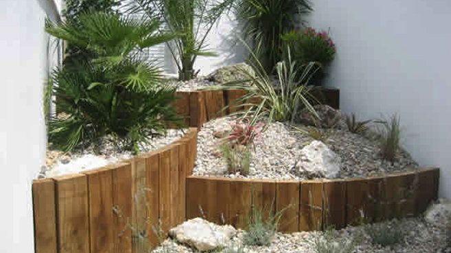 1000 id es sur le th me bordure jardin sur pinterest bordure jardin bois traverse paysagere for Faire une rocaille au jardin