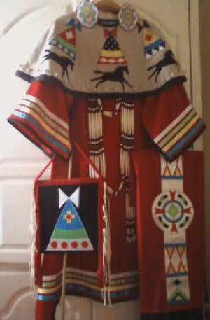 women's+pow+wow+regalia | ... the tipi purse) is sold. Women's Outfit, dress, purse, shawl and cape