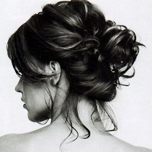 While colour and cuts are a great way to change your look, let's look at some interesting hair buns for short hair that will allow you to change your look without a cut.
