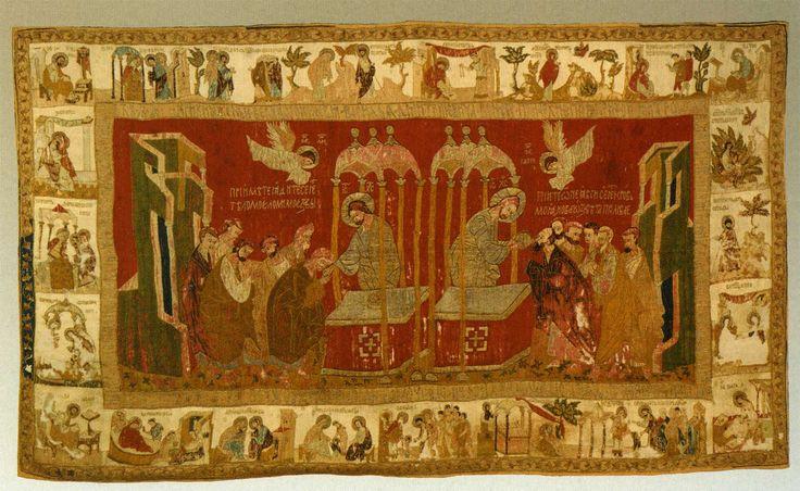 Пелена запрестольная Суздальский воздух (1410-е), 114 × 210 см, Евхаристия с житиями Иоакима, Анны и Богоматери. Яркий насыщенный красный фон, возможно влияние Новгородских икон, ГИМ
