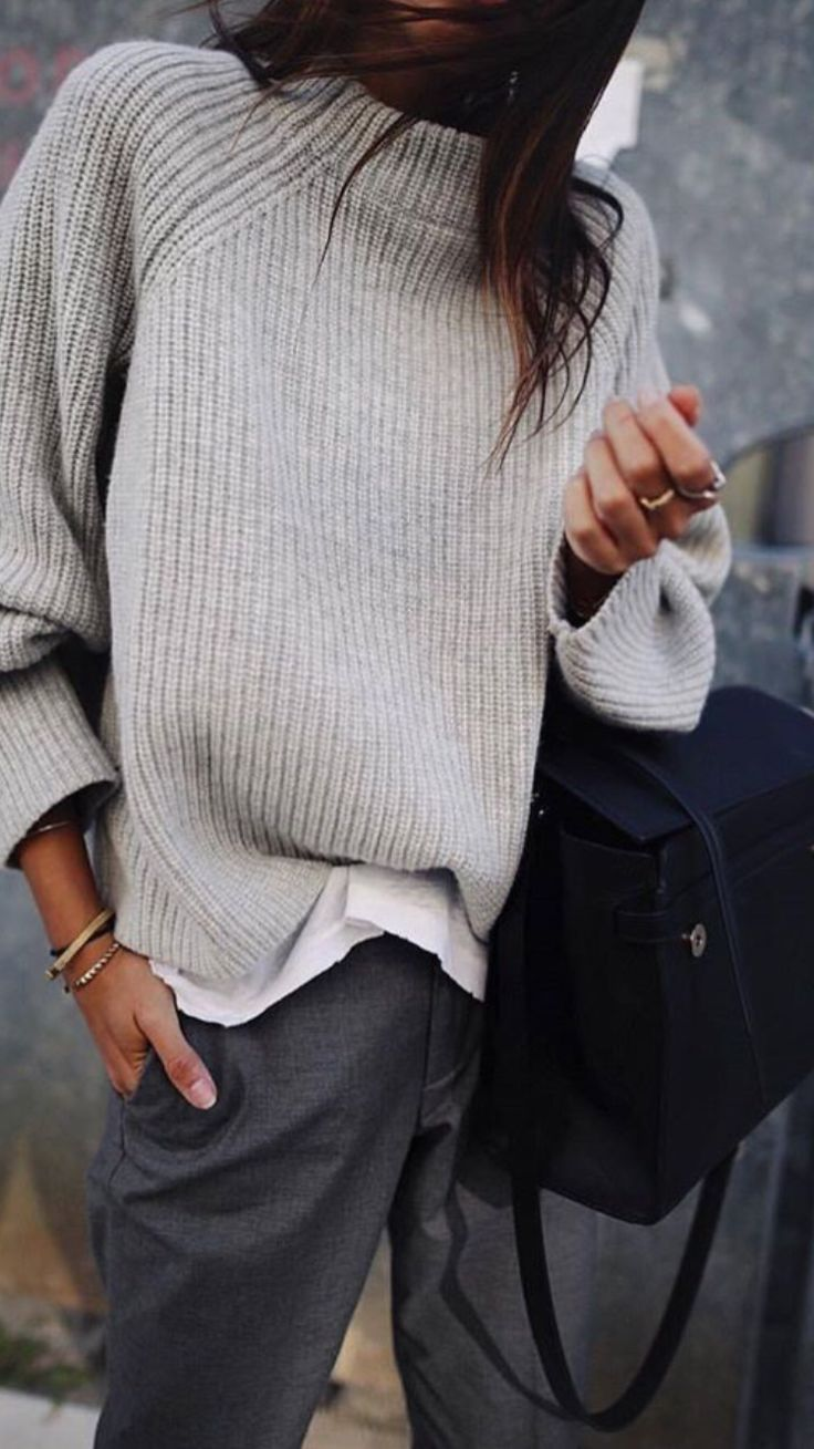 Simple look // light gray stand-up collar sweater, gray trousers, simple jewelery