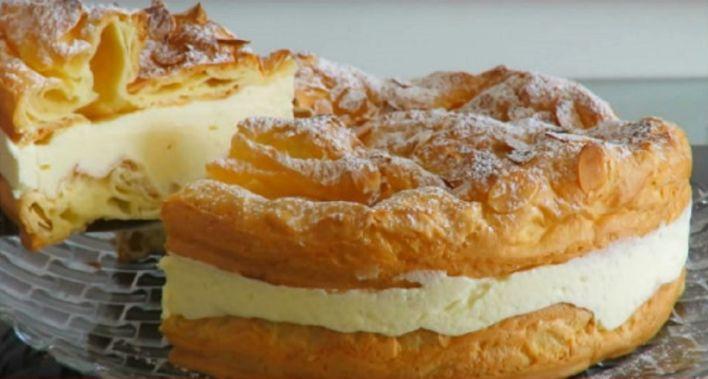 Непередаваемо вкусный торт из заварного теста и крема, который можно использовать в качестве главного достоинства любого праздничного стола. Для его приготовления необходимо небольшое количество ингредиентов, а в результате получается десерт, который понравится каждому члену семьи, гостю. Ингреди