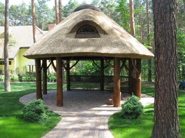 Proponujemy altany ogrodowe kryte strzechą z dowolnego rodzaju drewna o dowolnych rozmiarach. Realizacja na terenie całego kraju. Towar tylko na zamówienie.