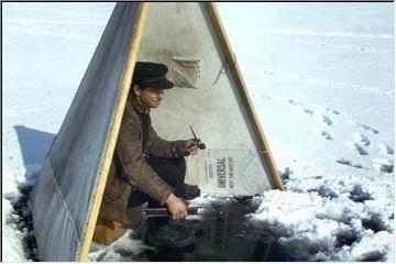 Ice fishing shanty-tent
