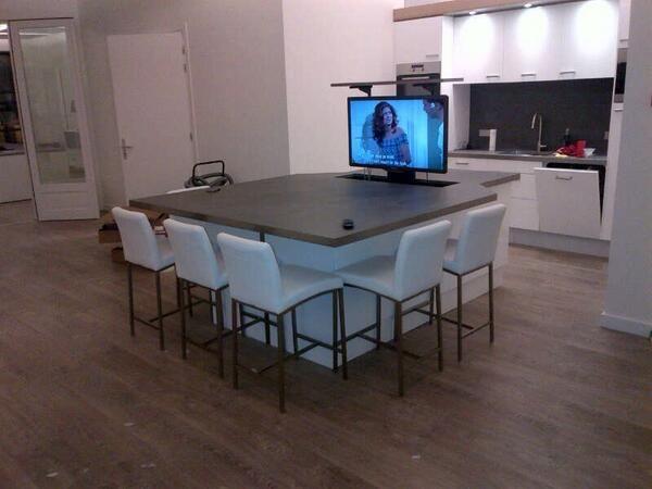 Keuken en eettafel in een mooie betonlook #BealMortexColor via Twitter @hooftinfo