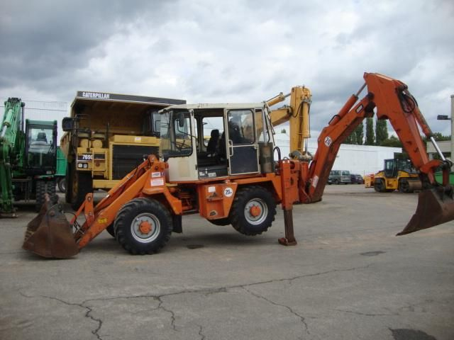 Great Price Backhoe Schaeff SKB 902 Second Hand. Manufacture year: 1996. Working hours: 6800. Weight: 7800 kg. Cup 4 in 1.  Perkins 52kW/70 CP.  Backhoe works well. Excellent running condition. Ask us for price. Reference Number: AC0054. Baurent Romania.