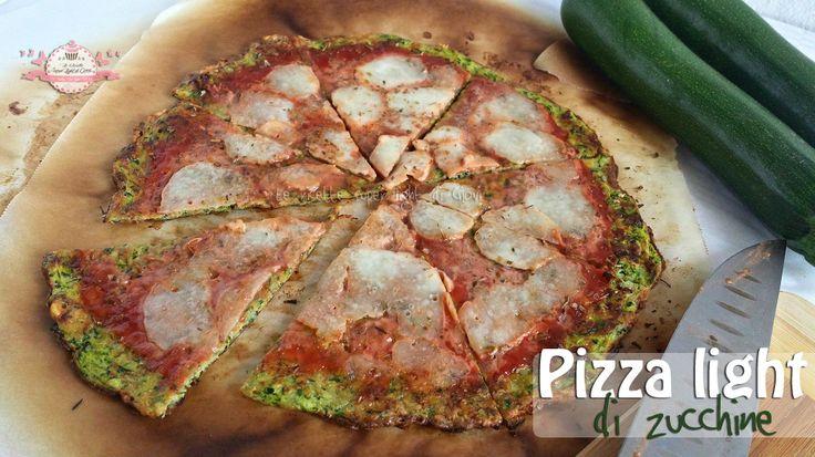 Pizza light di zucchine, senza farina, senza lievito, senza glutine senza grassi! Perfetta per chi ha voglia di pizza ma non vuole sgarrare nella dieta!