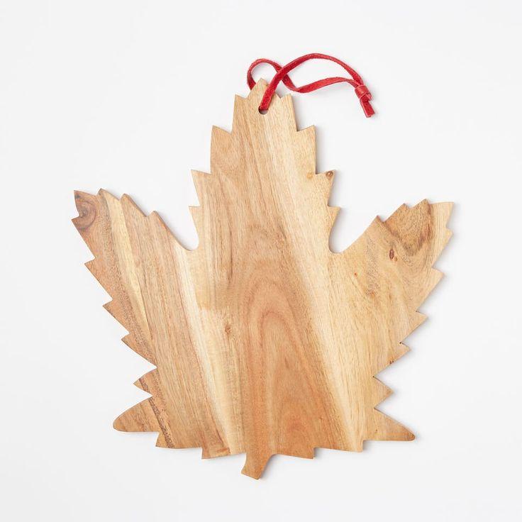 www.roots.com ca en heritage-leaf-cheese-board-45040015.html?cgid=WomensCollectionsGeneralStore&start=7&selectedColor=019
