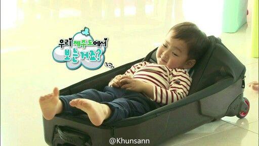 Aigoo minguk-ah, why you so cute, ahhh ottokhaeeee