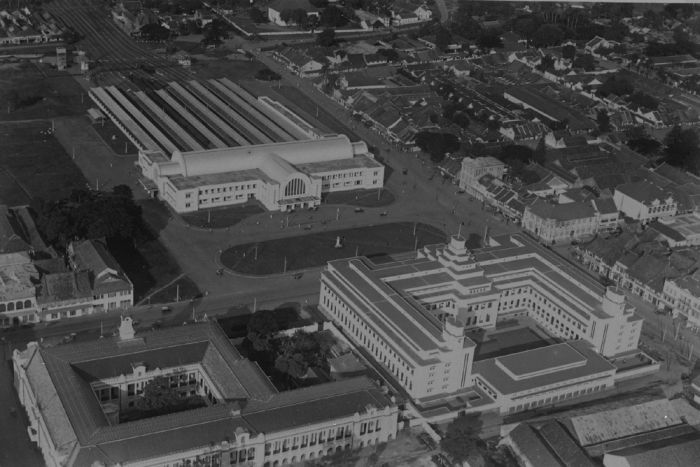 the factory of the NHM and the opposite station in Batavia 1933-1935