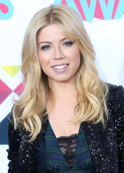 Jennette McCurdy - Arrivals at the HALO Awards in Hollywood