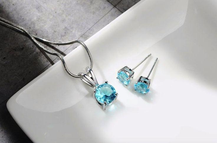 cercei si colier cu cristale http://www.bijuteriifrumoase.ro/cumpara/cercei-si-colier-cu-cristale-bleu-3253