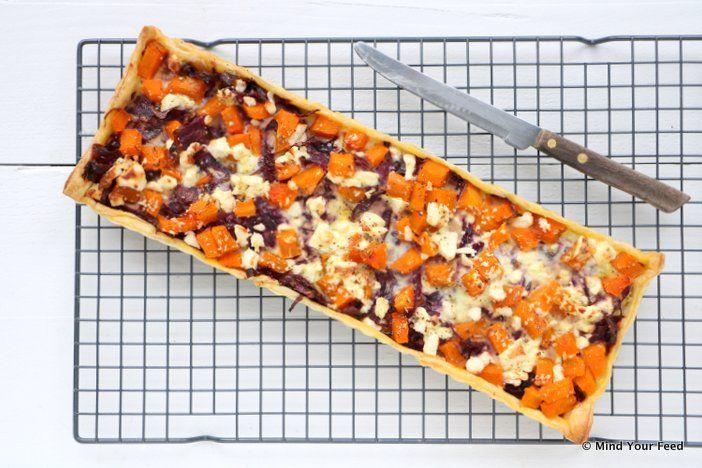 Een herfstige quiche met rode kool, pompoen en witte kaas is ultiem comfort food. Zoetig door de pompoen en rode kool, maar zeker hartig door de feta kaas.
