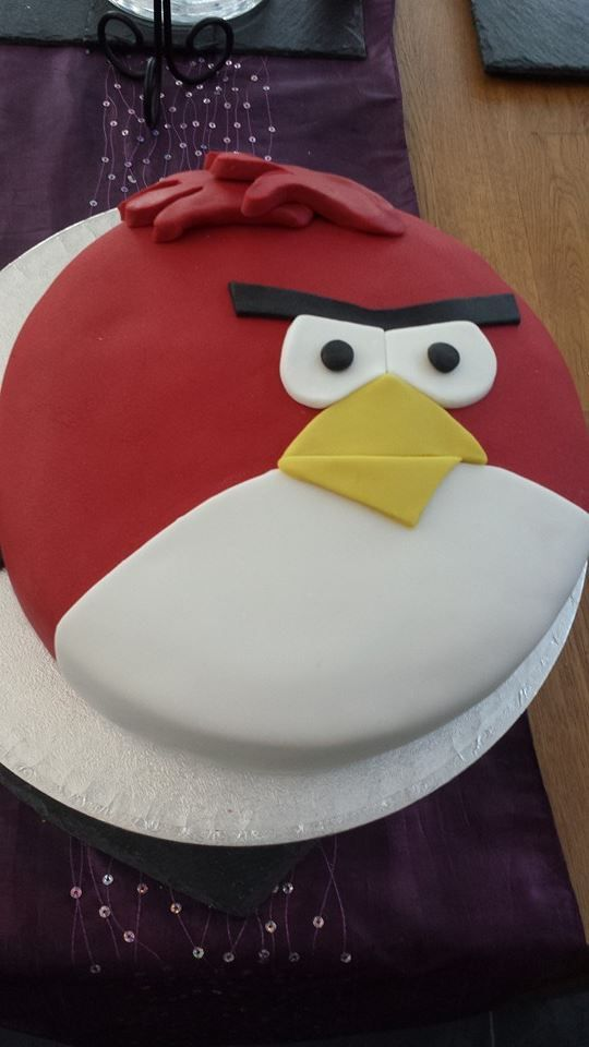 Angry bird cake for a little boy who likes Angry Birds