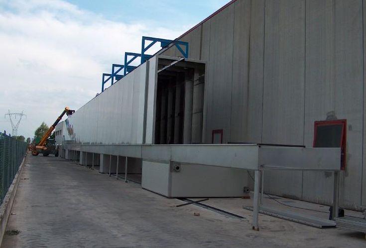 Sistema automatizzato di verniciatura a polveri :  tunnel di pre-trattamento con rampe a spruzzo, a costruzione in corso